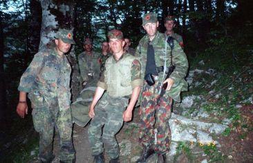 ЈУРИШЕВИЋ3-ДЕСНО-СА-АК47