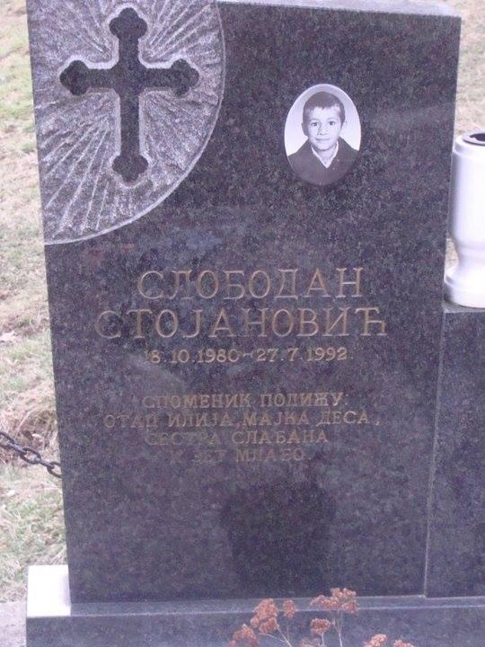 Слободан Стојановић, који је у лето 1992. у Доњој Каменици ухваћен, мучен и убијен. За његово убиство се терети Албанка Елфета Весели, која је била борац у армији Насера Орића.