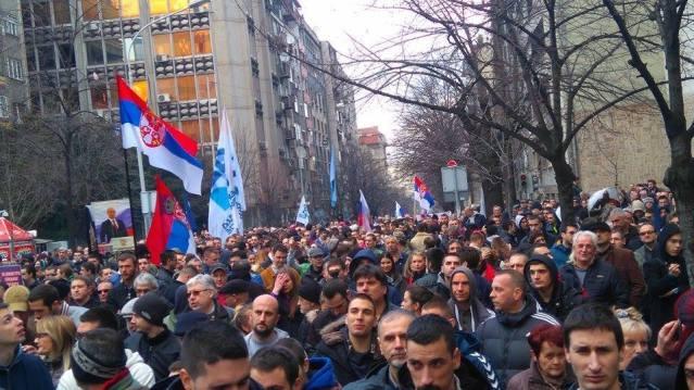 На АНТИ-НАТО протесту 20. 02. 2016. у Београду је било од 15 до 20.000 грађана, забележили су то сами учесници протеста у фотографијама и видео записима, а објављено је на слободним медијским порталима и друштвеним мрежама