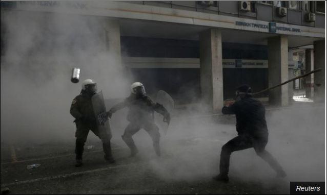 Оштар сукоб полиције и демонстраната у Атини