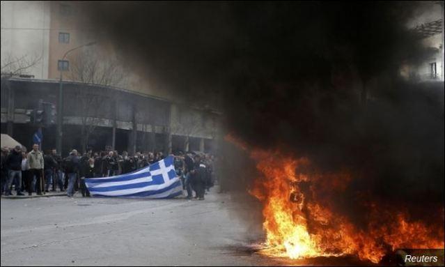 Сукоби, ватра, незадовољни грађани: Све чешћи призор у грчкој престоници