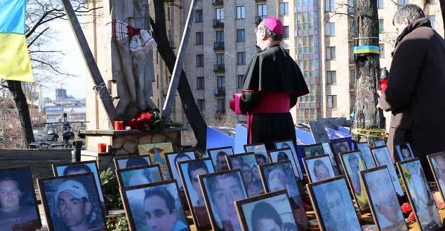 Papski nuncije na politickom sou - spektaklu povodom godisnjice MAjdana
