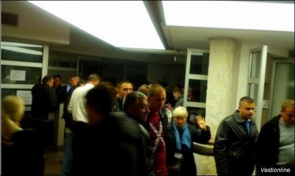 Гужва у Општини Обреновац после затварања бирачких места