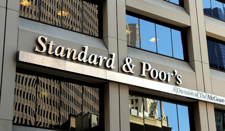 epa02824987 (FILE) A file photograph shows a view of the offices of Standard and Poor's in New York, New York, USA, on 28 April 2010. Standard & Poor's Ratings Services on 14 July became the second credit agency this week, after Moody's, to threaten a downgrading of US long-term bonds. EPA/JUSTIN LANE *** Local Caption *** 00000402136566