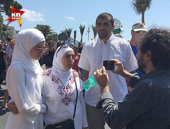 Арапи у Ници су такође дошли на митинг солидарности са жртвама терориста (Фото: Дарја Асламова)