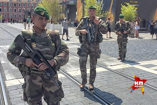 Војници Француске Легије патролирају Ницом (Фото: Дарја Асламова)