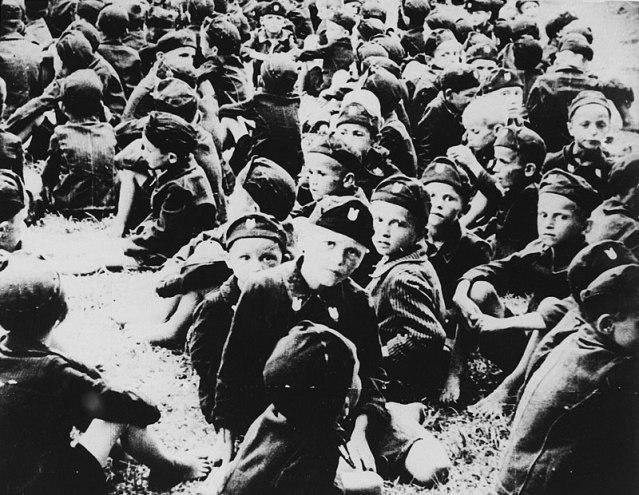 Децу су двојили од мајки и обукли у усташке униформе