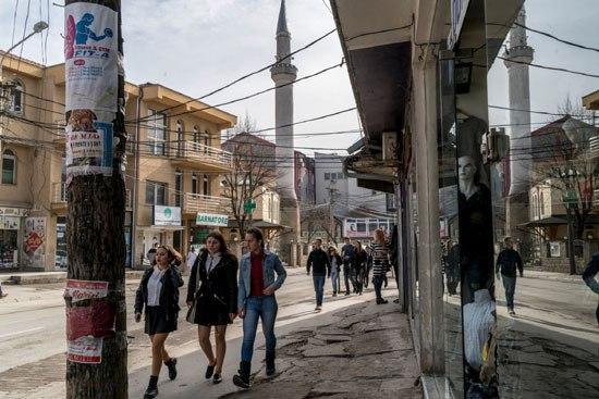 Гњилане, град од око 90 хиљада становника, где су екстремисти отели и тукли умереног имама (Фото: Andrew Testa for The New York Times)
