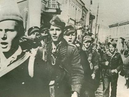 Партизани улазе у Загреб 1945. године