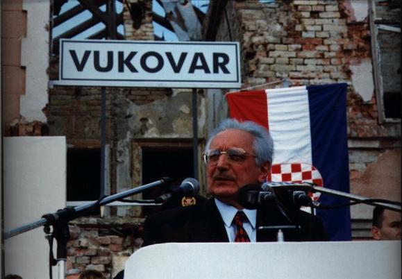 Tuđman_u_Vukovaru