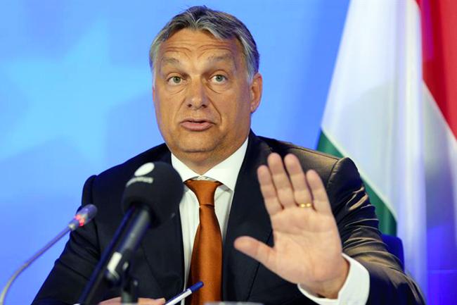 Орбан: Граница се не брани цвећем и плишаним играчкама, већ полицајцима, војницима и оружјем