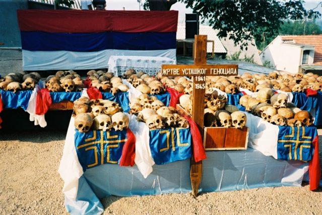 Сахрана послије ексхумације у Ливну 1991.