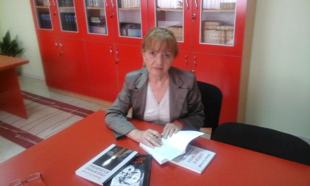 Љиљана Булатовић Медић потписује нову књигу о Сребреници у сребреничкој библиотеци 2016.