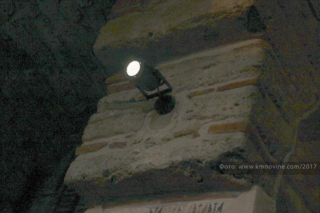 Нови рефлектор у унутрашњости Грачанице