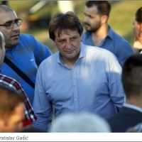 Послушници заузели кључне функције: Војници партије отерали стручњаке