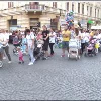 ОВО ЈЕ ПАРАДА ПОНОСА: Шабчани са својом дечицом на улицама града - ЛЕПОТА! (видео)