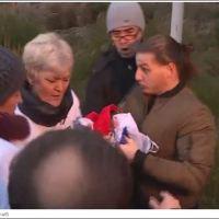 Ко је жена која је покушала да отме српску заставу испред Хашког трибунала? (ВИДЕО)
