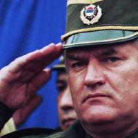 Навијачи италијанског Лација у подршци генералу Младићу као последњем хероју Европе!