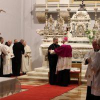 """Српски изрод """"владика"""" (бискуп) Григорије на римокатоличкој миси на дан Светог Јована Крститеља"""