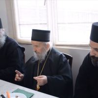 Епископ Артемије: Да ли треба да питамо децу која су гинула и њихове родитеље - шта они кажу о Косову? Без њиховог гласа ниједан референдум не вреди!