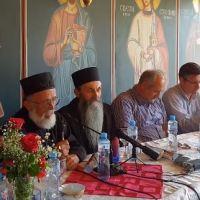 Сабрање у манастиру Сланци - Oдбрана Косова и Србиje (видео)
