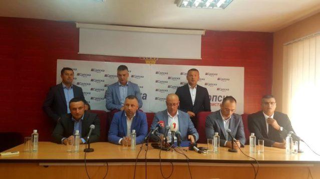 Трагикомедија – тзв. Српска листа одржала ванредну конференцију за медије због опасне опозиције у Београду