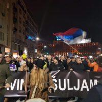 """Протест у Београду: """"Кога сада бијете"""", """"Вучићу Шредеру"""", """"Бандо напредна- бандо крвава"""""""