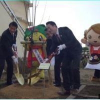 ОВАКО Јапанци честитају Србији празник - У 28 школа засадили шљиве! (ФОТО)