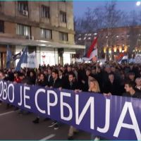 "ПРОТЕСТ РОДОЉУБА: Испред Председништва ори се ""Косово је Србија""!"